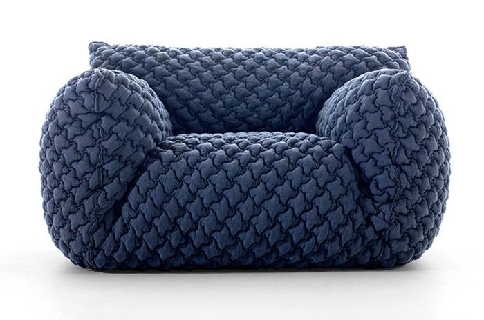 Стеганый диван от Паолы Навоне.