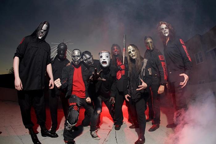 Группа Slipknot в масках Bob Basset.