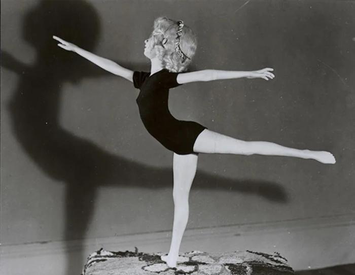 Гимнастка (балерина).