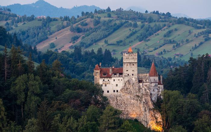 Живописный вид замка. Казалось бы - ничего мрачного.
