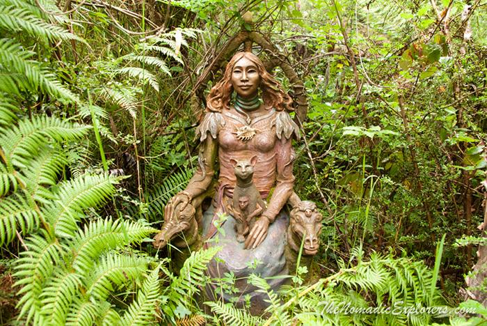 Мифологические образы в саду Бруно Торфса.