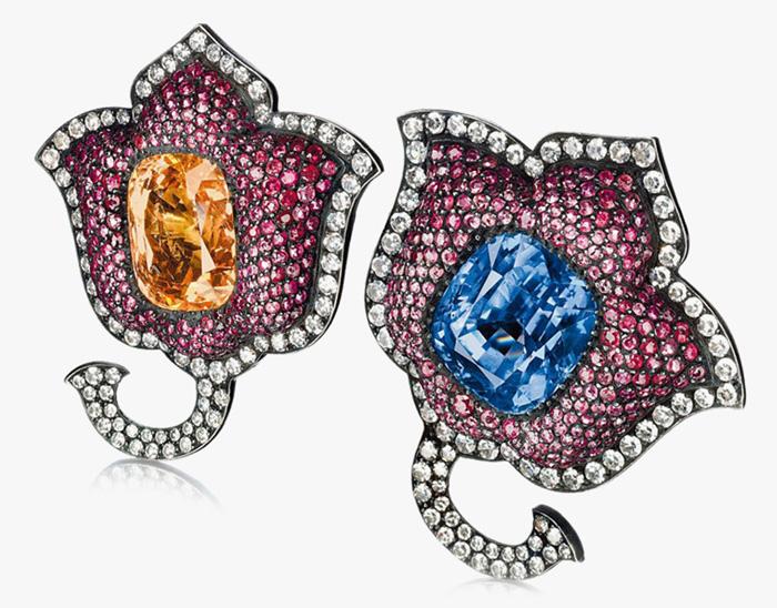 Серьги в форме цветов.