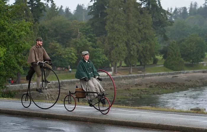 Он, она и их велосипеды.