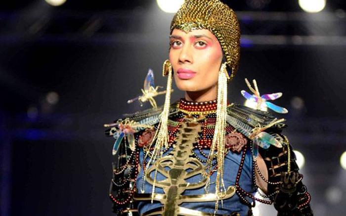 Модель на показе Маниша Ароры.