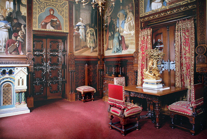 Столовая в замке Нойшванштайн.