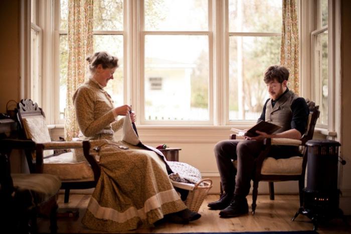 Крисманы в своем викторианском доме.