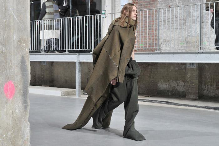 Дизайнер Рик Оуэнс свободен от требований модных концернов.