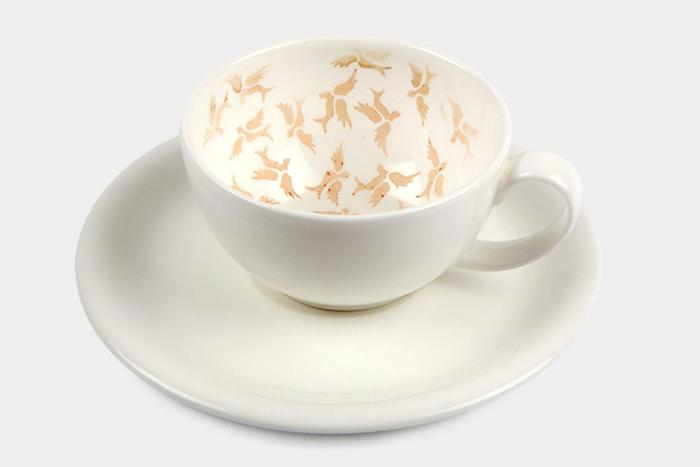 Чайная чашка с чайным орнаментом.