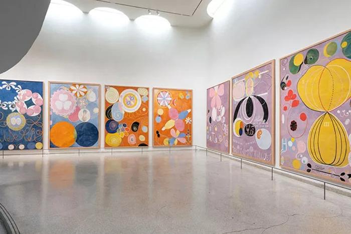 Экспозиция работ Хильмы аф Клинт в музее Гуггенхайма в Нью-Йорке.