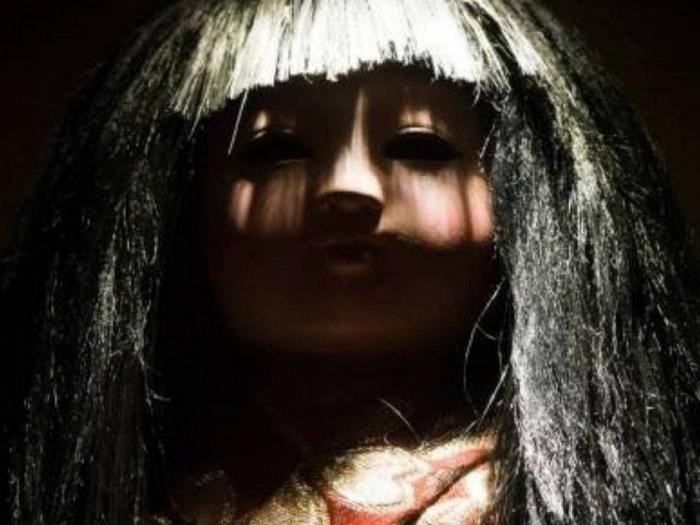 Фотография реплики Окику, которой часто иллюстрируют статьи об оригинале - но так близко реальную Окику фотографировать запрещено.