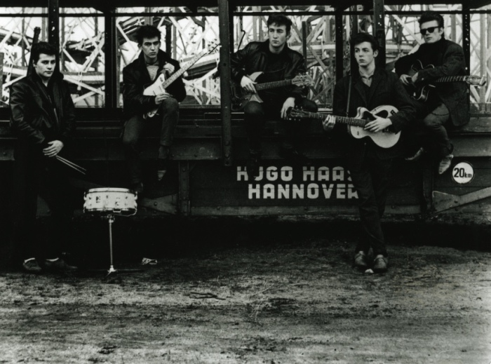 Ранний состав Beatles со Стюартом Сатклиффом и Питом Бестом на гастролях в Гамбурге. /Фото: nme.com