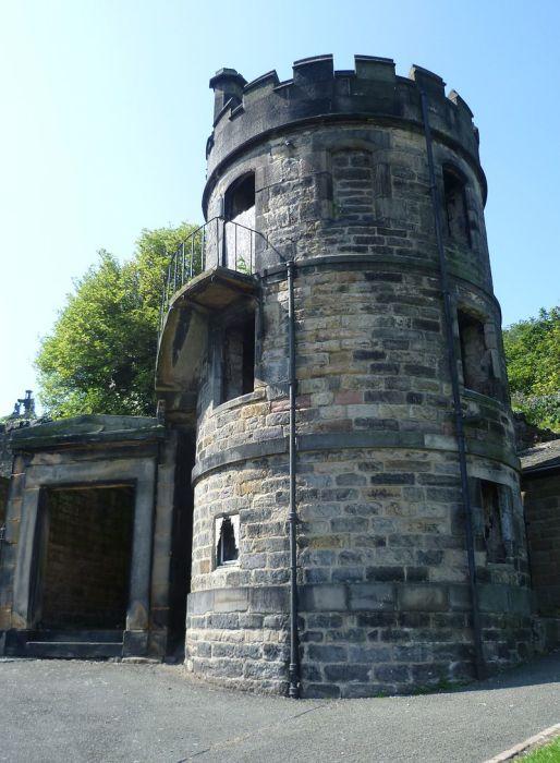 Кладбищенская сторожевая башня в Эдинбурге. Тоже не помогало.