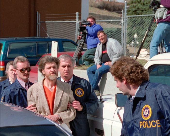 Тед Качинский  под конвоем доставлен в суд, 4 апреля 1996 года. /Фото:  birdinflight.com