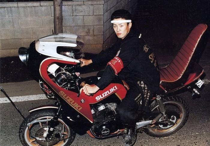Член банды босодзоку на своём мотоцикле. /Фото: rakoonia.wordpress.com