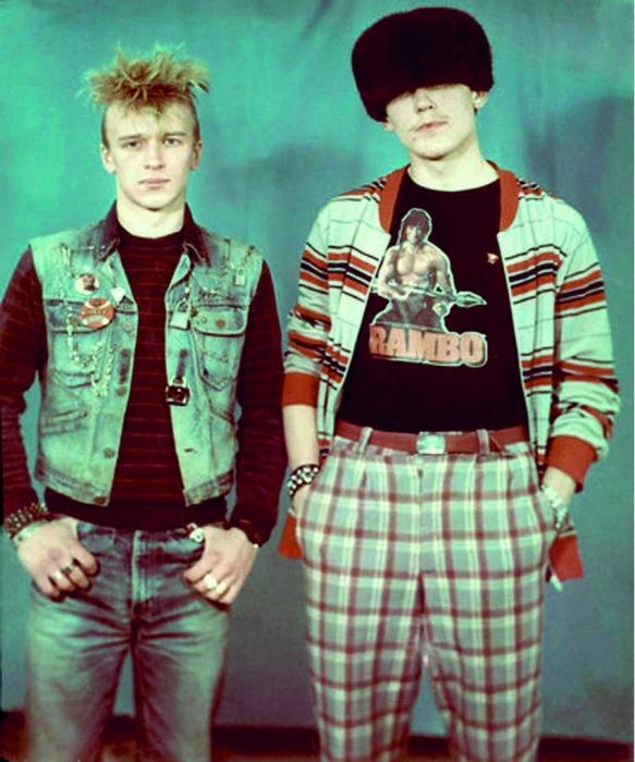 Но бывало и так:  любер и панк снимаются в фотоателье «на память»// источник: gorbachevfound.livejournal.com: