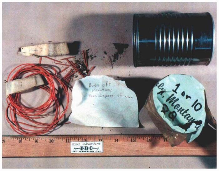 Остатки одного из самодельных взрывных устройств, изготовленных Унабомбером. /Фото:  thesmokinggun.com