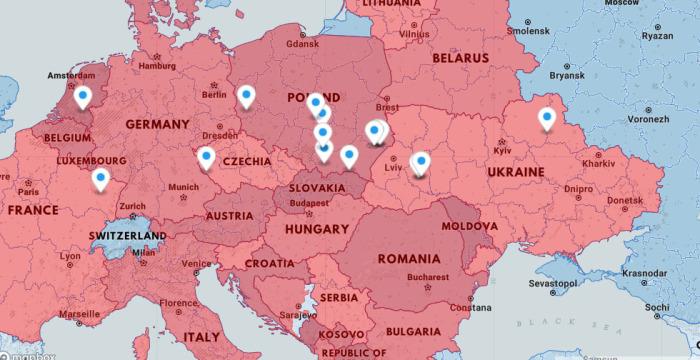 На этой карте указано, из каких точек Европы попали в Освенцим узники, фото которых уже раскрашены.