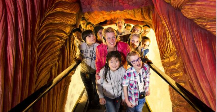 Экскурсия для школьников. /Фото:corpusexperience.nl