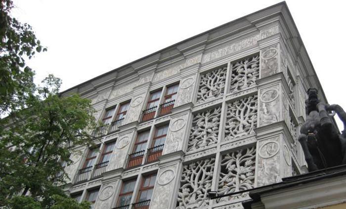За столь интересный декор дом называют ажурным. /Фото:archsovet.msk.ru