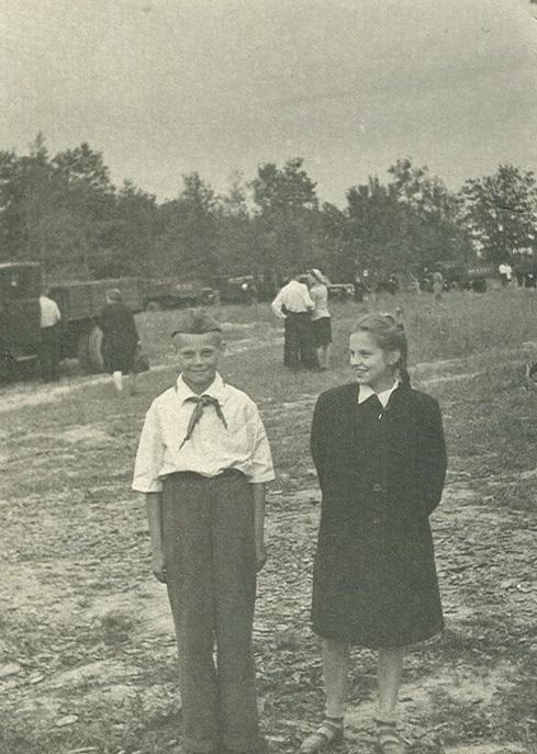 Пионеры в поселке Ленино-Дачное. Послевоенные годы. /Фото:foto-history.livejournal.com/