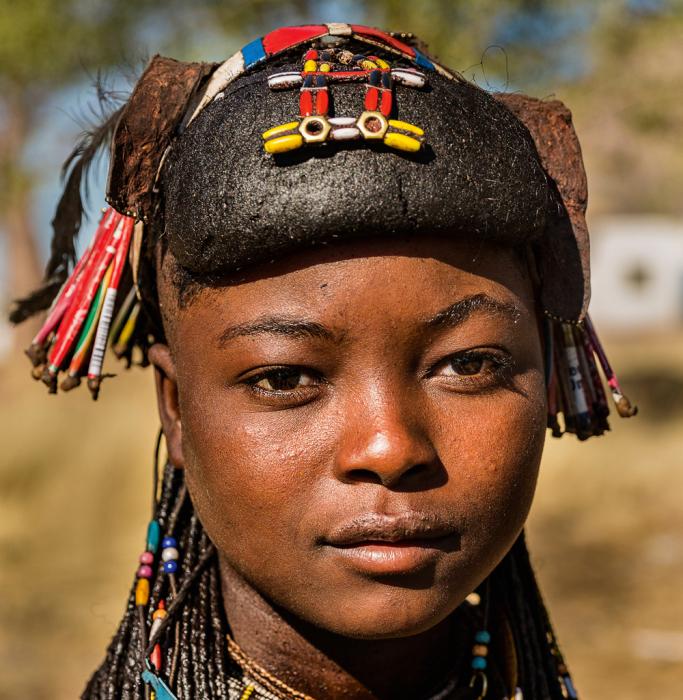 Прическа девушки племени мукавана. /Фото:Tariq Zaidi / ZUMA Press