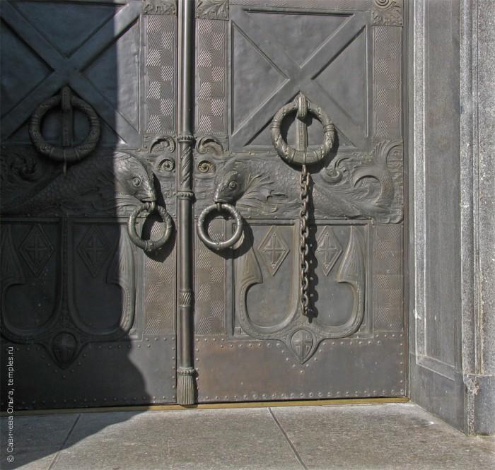 Рыбы на дверях. /Фото: temples.ru, Ольга Савичева