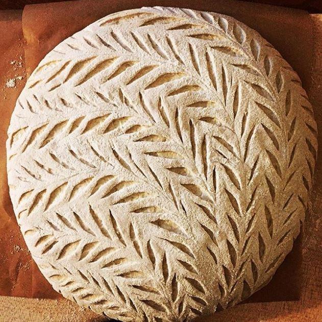 «Кружевной» хлеб до своего попадания в печь.