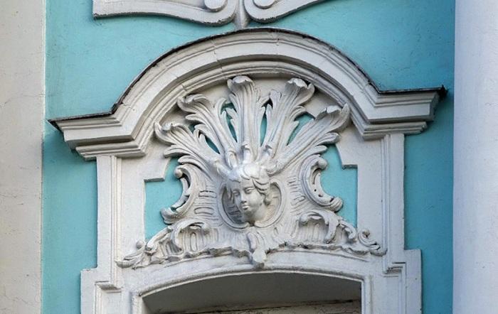 Здание очень богато и оригинально украшено. /Фото:galik-123.livejournal.com