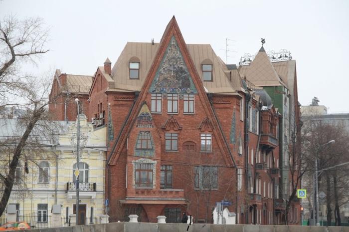 Сказочный дом-теремок в стиле модерн. /Фото:img-fotki.yandex.ru