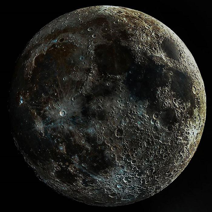 Невероятно реалистичное изображение поверхности Луны.
