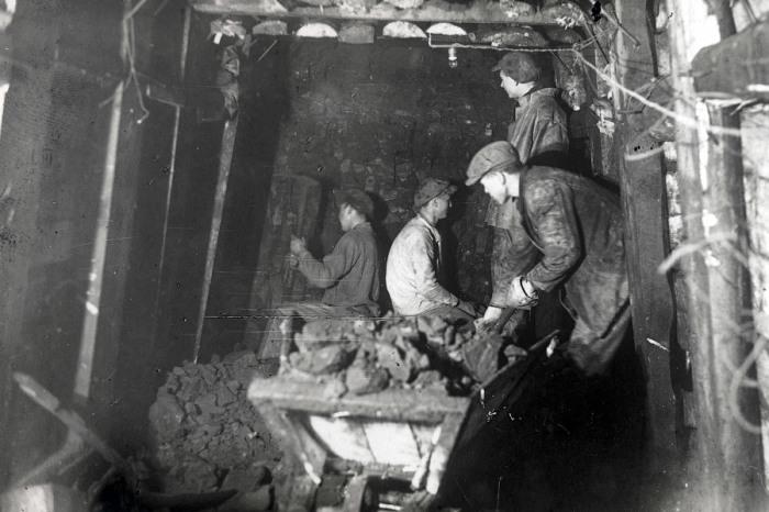 Первыми метростроевцами были донецкие шахтеры. /Фото:russos.ru