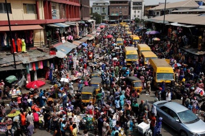 Вечные пробки в Лагосе и постоянные ДТП. /Фото:agentmdk.ru
