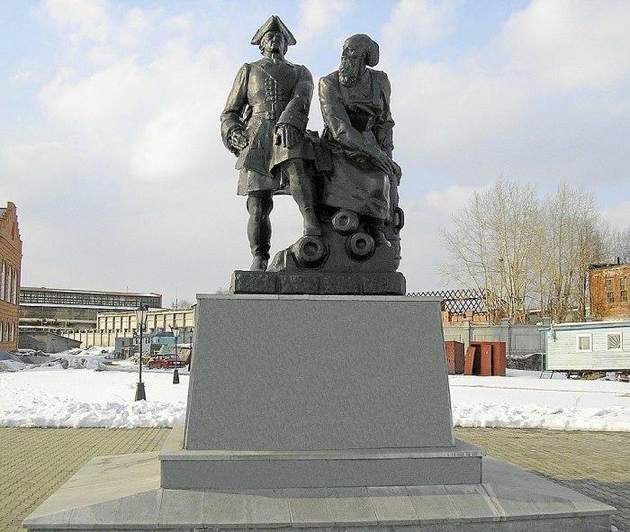 Памятник Петру I и Никите Демидову в Невьянске (Свердловская обл.). Фото: wikipedia.org