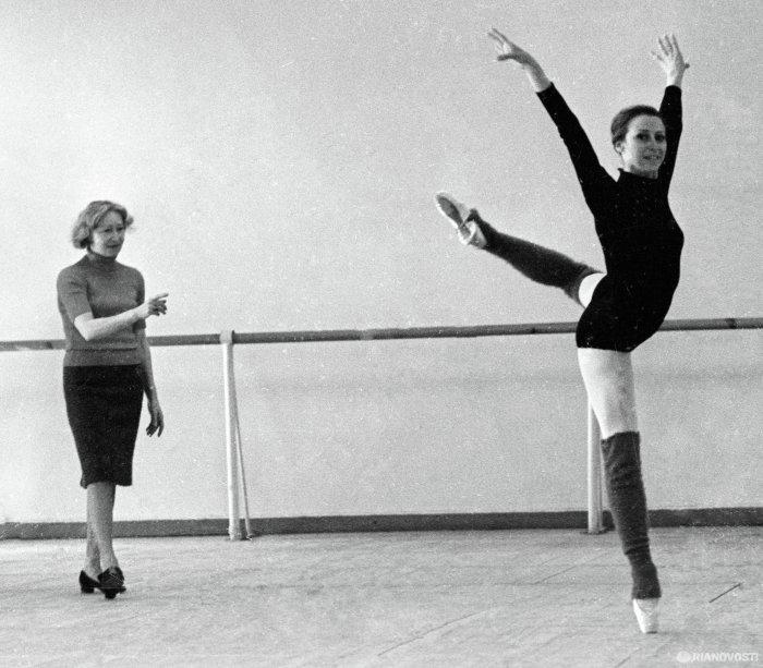 Галина Уланова и Майя Плисецкая во время репетиции. 1969 год. /Фото:ria.ru