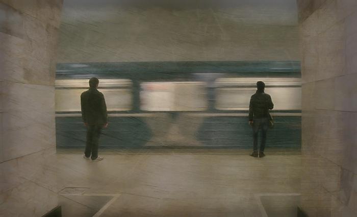 В интернете можно найти  бесчисленное множество фотографий предполагаемого поезда-призрака. /Фото:lifeisphoto.ru