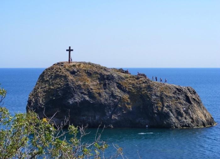 Cкала, на которой морякам явился святой Георгий. /Фото:crimeaburo.ru