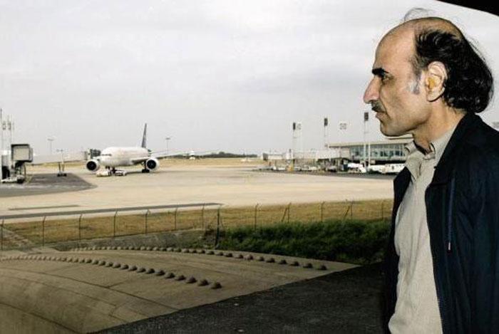 Планируя абсолютно легально переехать жить в Англию, он и подумать не мог, что станет бесправным узником аэропорта на долгие годы.