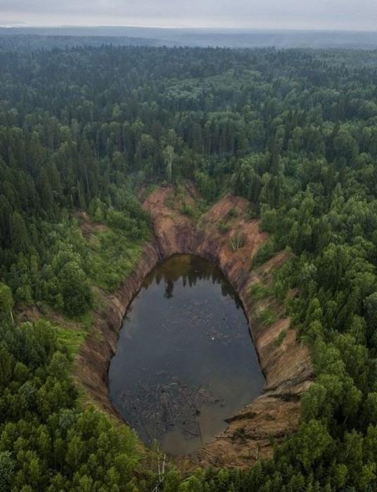 Озеро, возникшее в результате провала. /Фото:yap-helper.ru