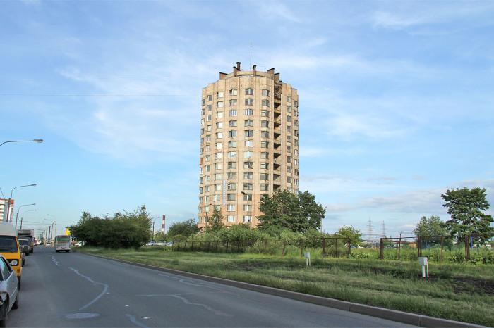Почти все такие дома-стаканы в Питере проектировались как общежития. /Фото: kupsilla.ru