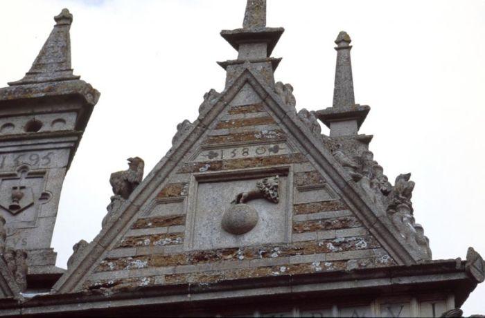 Христианские символы повсюду. /Фото:staticflickr.com