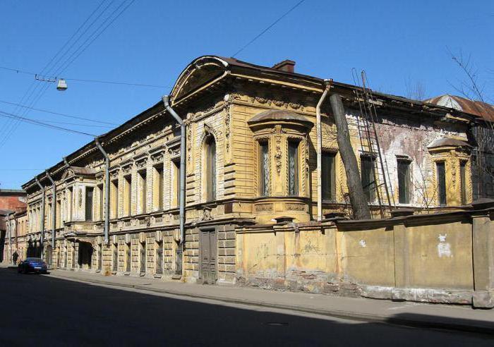 Изысканный особняк в заводском районе смотрится очень неожидано. /Фото:freetime.ru