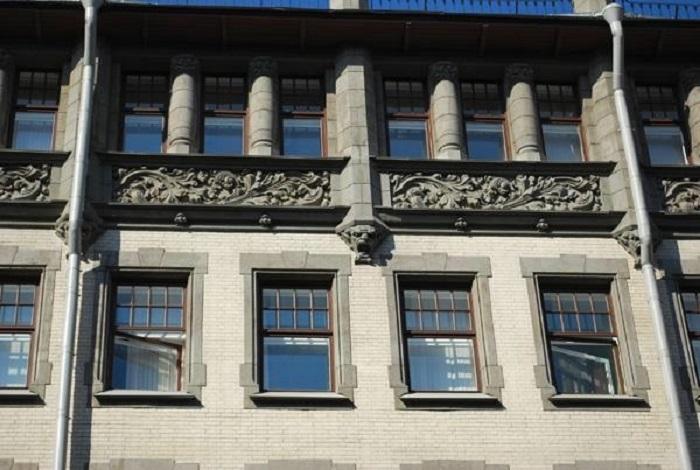 Здание сочетает в себе несколько стилей. /Фото:liveinternet.ru