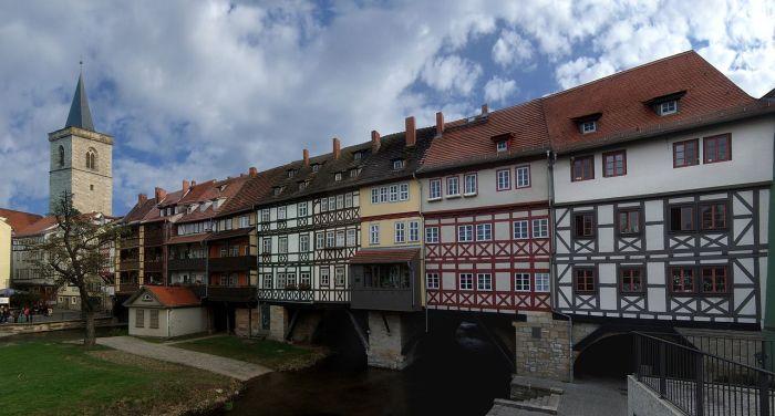 Мост, на котором можно жить, гулять, сидеть в кафе и хдить по магазинчикам. /Фото:de.wikipedia.org