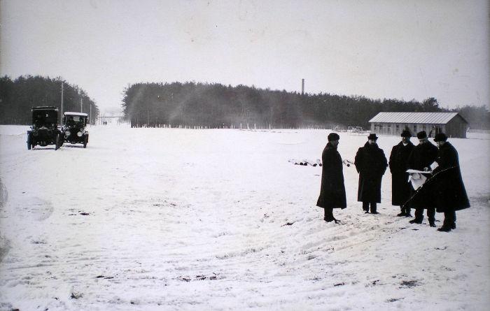 Братья Рябушинские обсуждают план строительства автозавода. /Фото:wikipedia.org