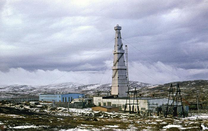 Нефтяная скважина на Сахалине рекорд не побила, потому что идет  под углом. /Фото:heaclub.ru