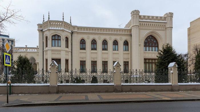Дом напоминает средневековый замок. /Фото:wikipedia.org