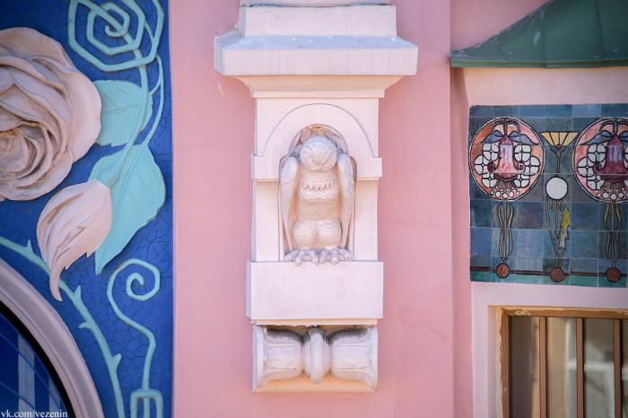 У здания очень много интересных декоративных элементов. /Фото:show-me-piter.livejournal.com