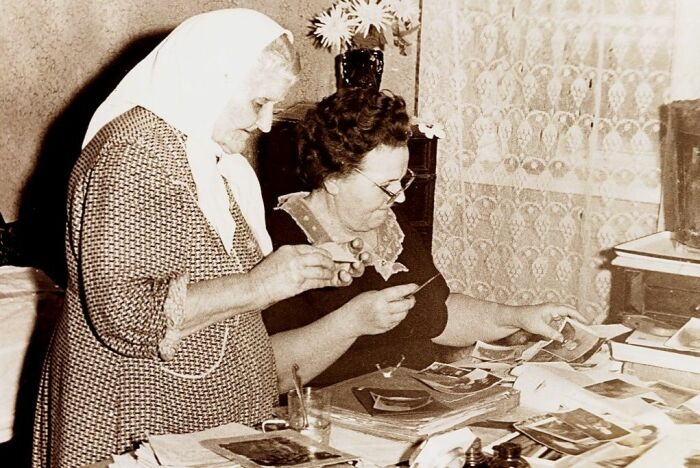 Епистиния с дочерью Валентиной. /Фото:bibliotim.ru