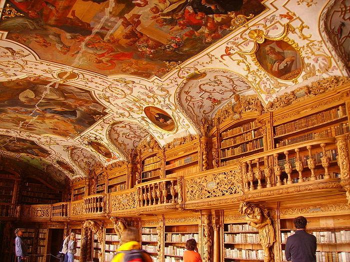 Библиотека сохранила старинное великолепие до наших дней. /Фото:artistiticinesi-ineuropa.ch