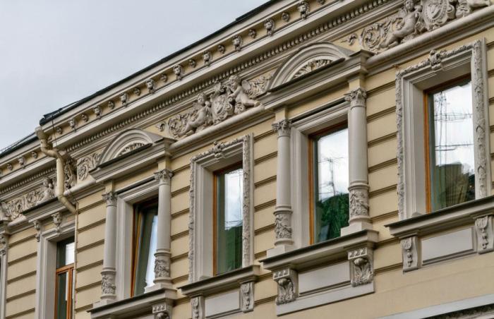 Здание в Калашном изначально принадлежало книгоиздателю и книготорговцу. /Фото:bdb-2000.livejournal.com